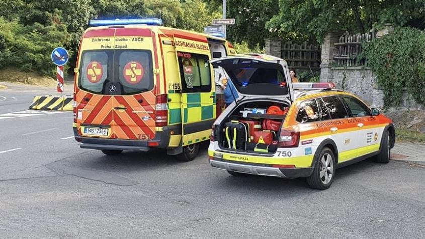 V Dobříši srazil řidič superbu dítě přecházející silnici mimo přechod