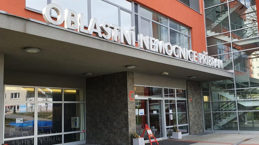 V příbramské nemocnici hospitalizovali pacienta s těžkým průběhem covidu, měl dokončené očkování