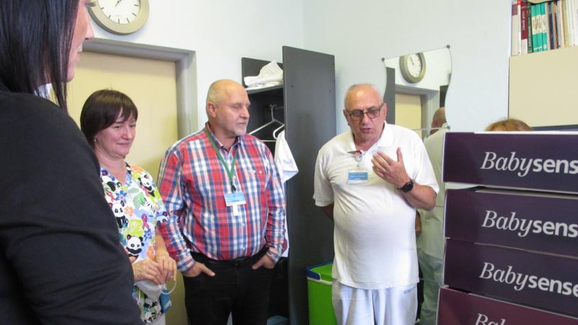 Nadace Křižovatka předala příbramské nemocnici 22 monitorů dechu