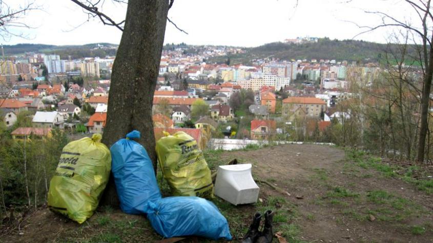 Dobrovolníci budou v sobotu uklízet přírodu od odpadků