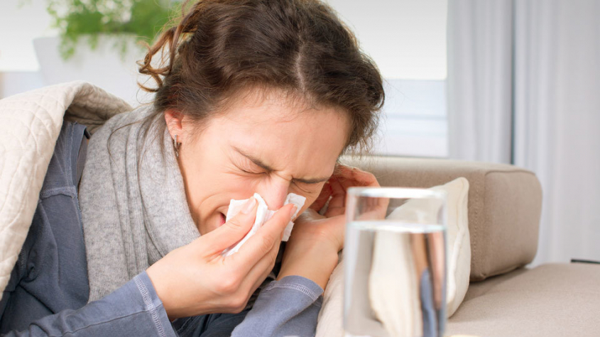 Lékař: Příznaky chřipky a covidu jsou podobné, potřeba je test