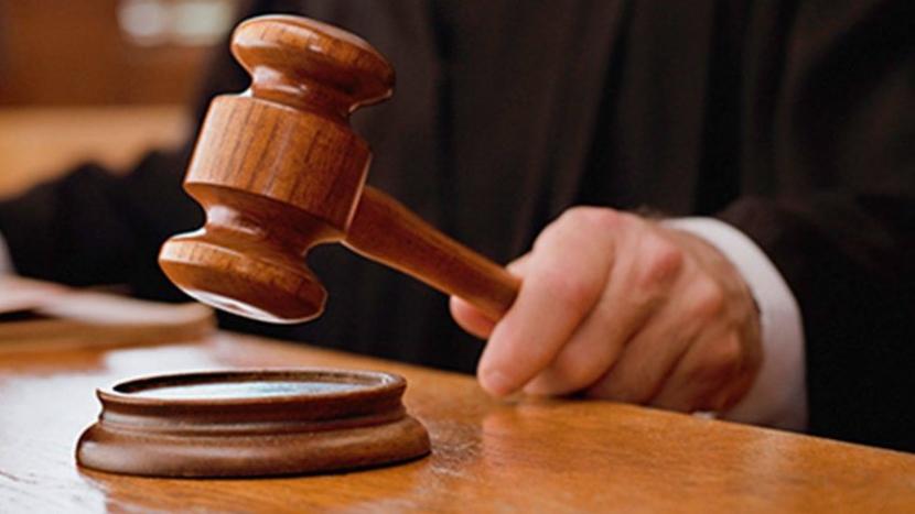 Za házení kuličky na jiné auto potvrdil Ústavní soud šestiletý trest