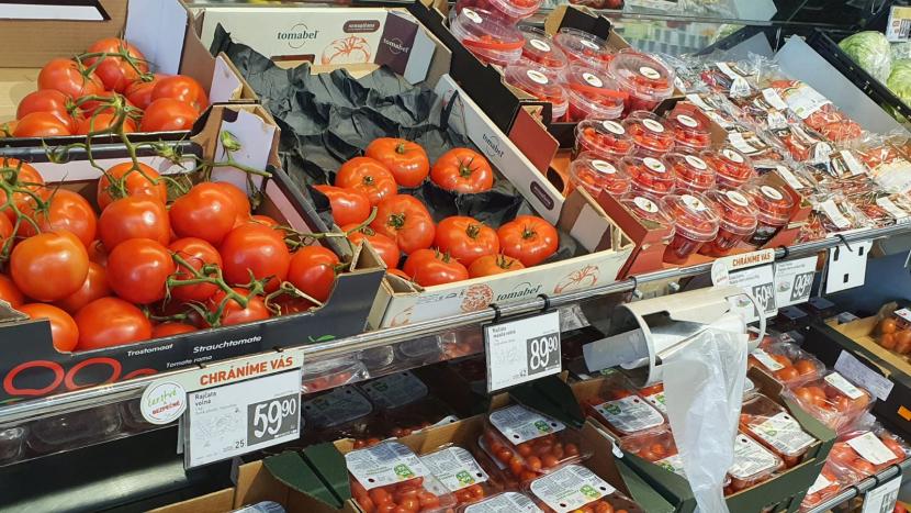 Rajčata a salát meziročně zdražily o 60 procent