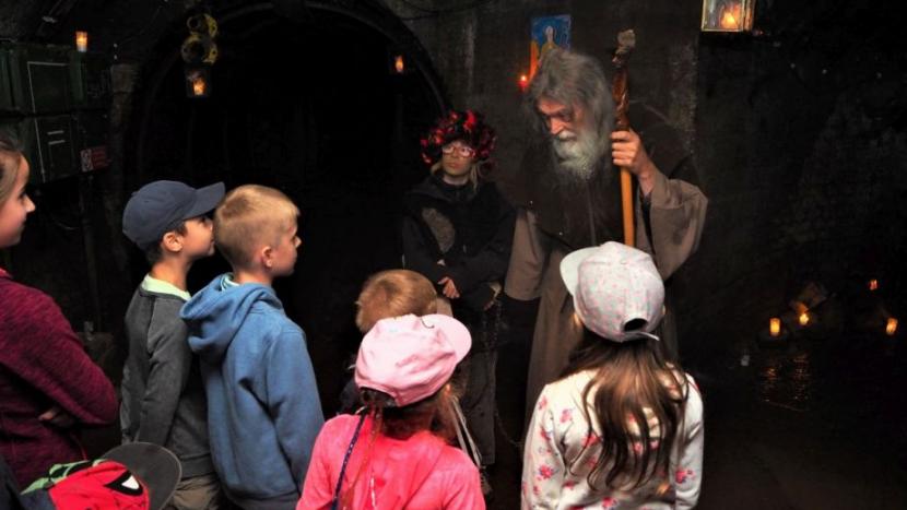 Kam o víkendu s dětmi? Na karneval a pohádkovou procházku podzemím
