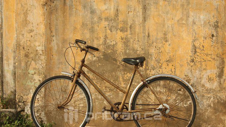 Opilý cyklista neukočíroval kolo na rovném úseku
