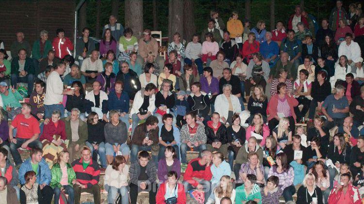 Dnes večer můžete navštívit lesní divadlo v Novém Podlesí, hraje se od 21 hodin
