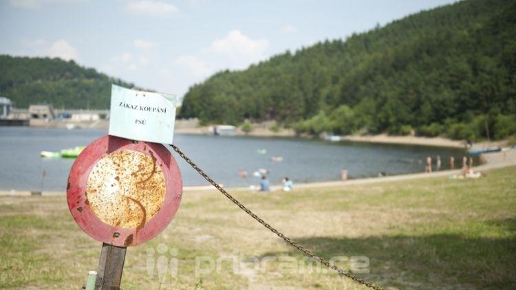 Voda v v Orlické přehradě stále není vhodná ke koupání