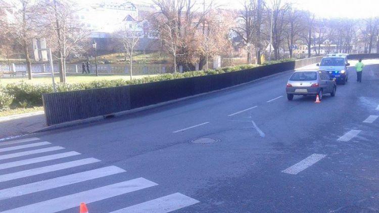 Peugeot srazil chodce na přechodu