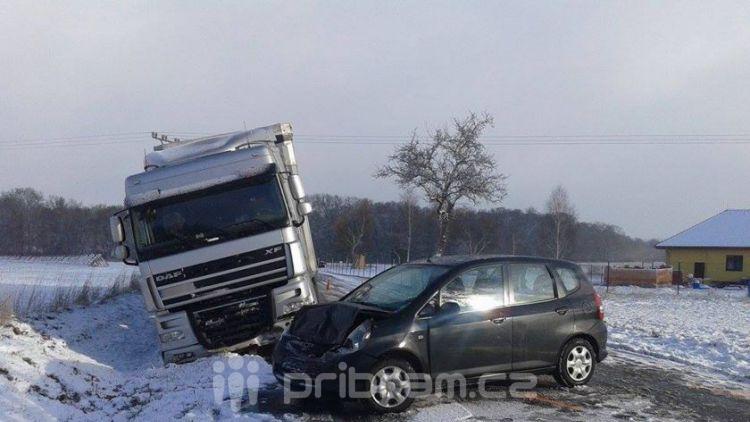 Silnice z Tochovic na Horčápsko je uzavřena kvůli nehodě