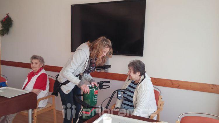 Seniorům se splnila přání, dárky mohl koupit kdokoliv