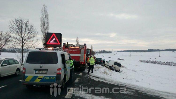 Nehoda na silnici 4 komplikuje provoz u Vrančic