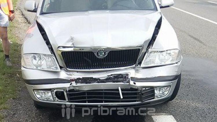 Opatrně za Milínem, ve směru na Strakonice se srazily dva vozy