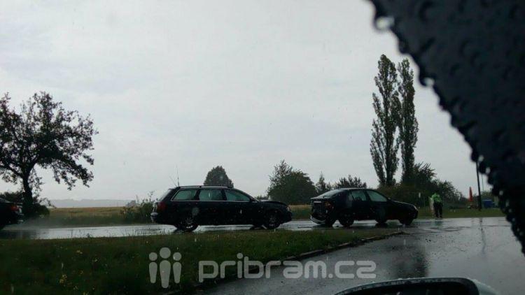 V dešti se srazily dva vozy na Dubenci