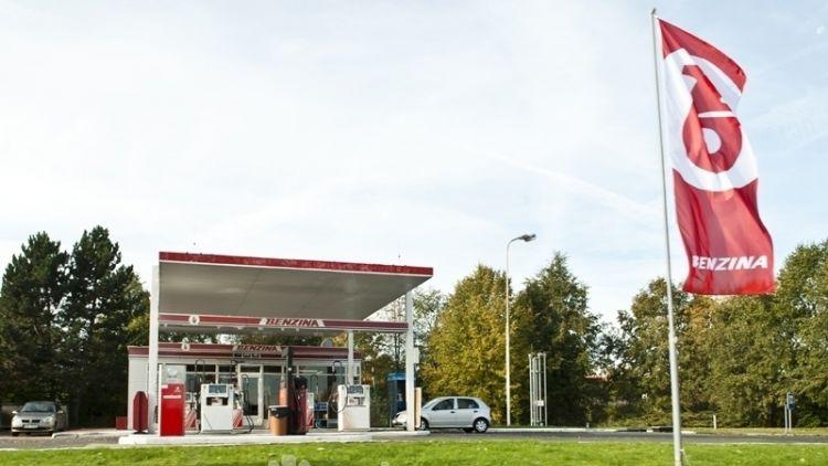 Cena benzinu ve středních Čechách mírně klesla