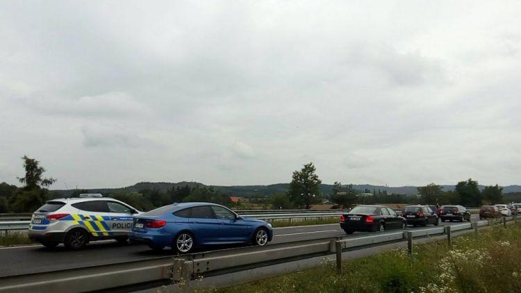 Na konci dálnice D4 komplikuje dopravu nehoda se zraněním