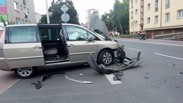 U výjezdu z ulice Bratří Čapků se srazily dva vozy