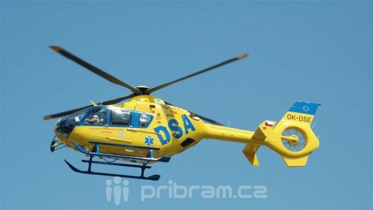Pro motorkáře musel vrtulník, nedodržel bezpečný odstup
