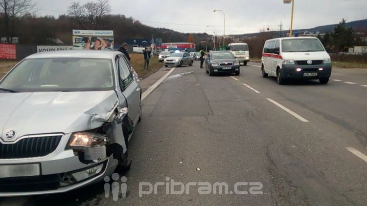 Právě teď na silnicích: Nehoda na Evropské a uzavřená dálnice D4