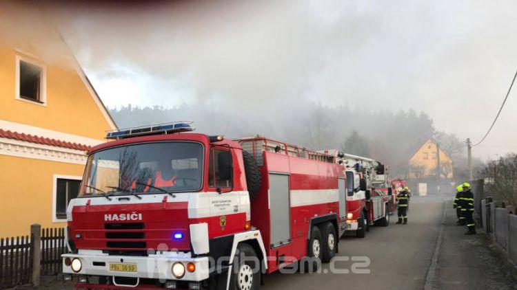 Právě teď: Hasiči zasahují u požáru domu ve Zvíroticích (PRŮBĚŽNĚ AKTUALIZOVÁNO)
