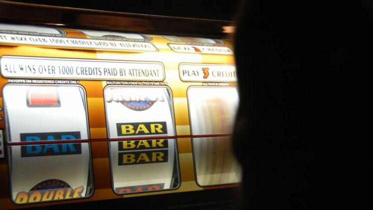 Zastupitelé dnes rozhodnou o hazardu. Dojde k plošnému zákazu?