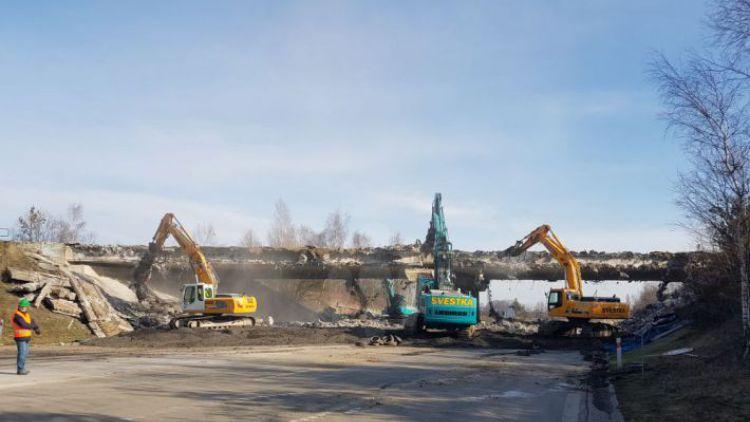 Sledujeme on-line: Dnes začíná bourání mostu u Skalky