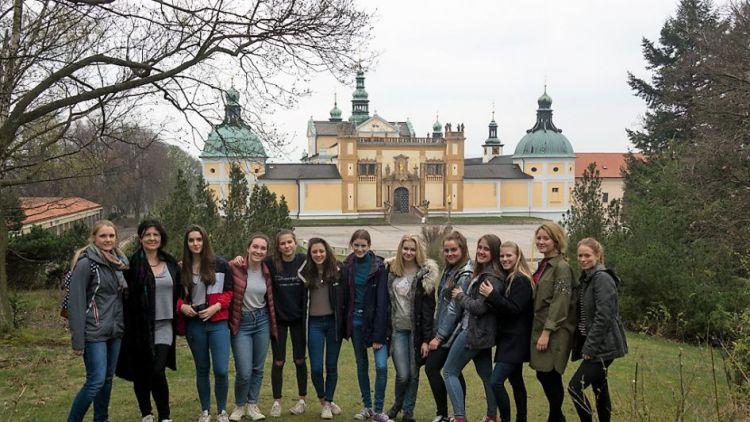 Gymnazisté hostili Brity a Němce