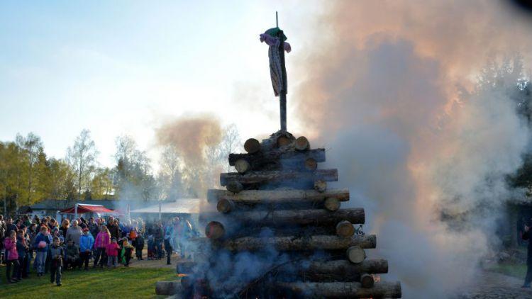 Čarodějnice letos středočeské hasiče příliš nepozlobily