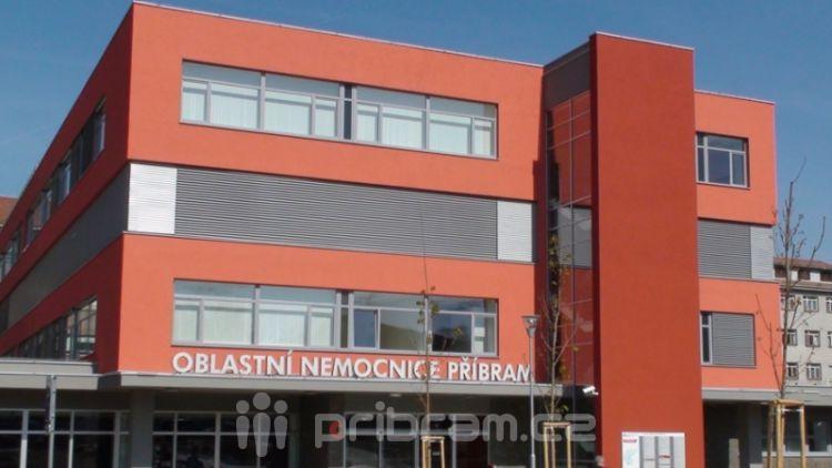 Oblastní nemocnice při návštěvě předsedy poslanecké sněmovny představila nový CT přístroj