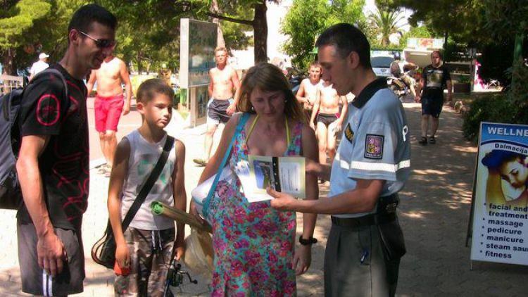 V zahraničí vám pomohou i čeští policisté