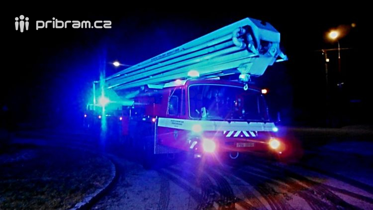 V nočních hodinách vyjeli hasiči k nahlášené události