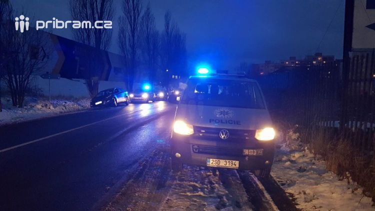 Aktuálně: Silně opilý muž skončil v Brodské mimo komunikaci