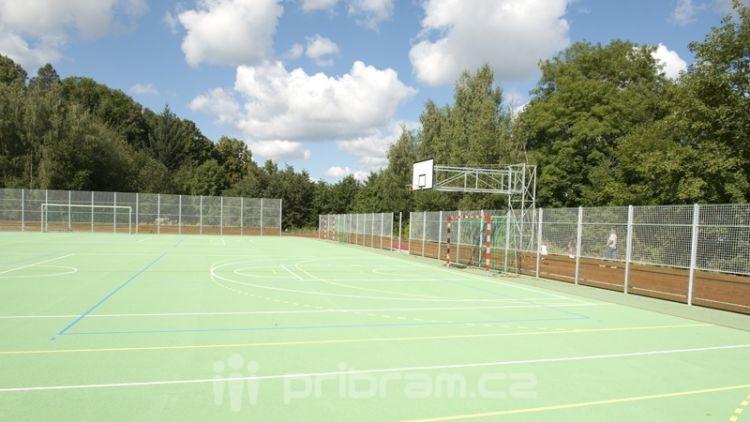 Sportoviště u základních škol zůstanou přes prázdniny otevřena