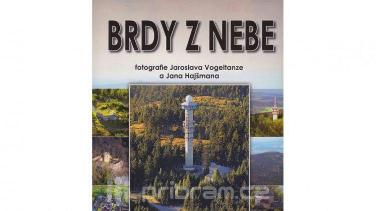 Nová kniha leteckých fotografií mapuje celé Brdy i okolní obce