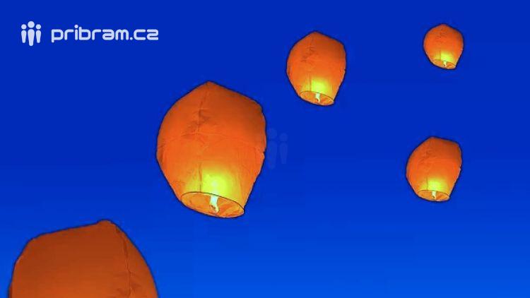Hasiči důrazně nedoporučují vypouštět hořící balónky štěstí