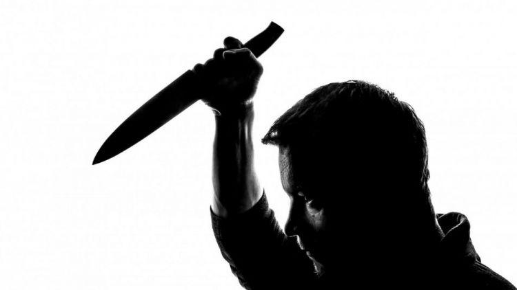 Agresor vyhrožoval na ulici s nožem v ruce