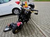 Narazil autem do motocyklisty a od nehody ujel