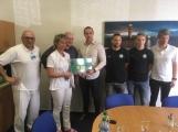 Fotbalisté 1. FK Příbram navštívili nemocné děti, nemocnici darovali 30 tisíc korun