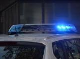 Řidička narazila do dívky na chodníku a z místa odjela, policisté žádají o pomoc při pátrání