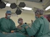 V Příbrami se provádí unikátní urologické operace, byli jsme při tom, račte s námi vstoupit na operační sál