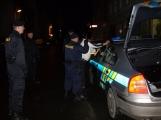 Značně opilý muž se popral s několika policisty a následně zdemoloval policejní celu