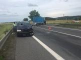 Aktuálně: Střet dodávky s osobním vozem komplikuje provoz u Skalky na Příbramsku