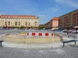 Sousoší zvěrokruhu – dominanta náměstí 17. listopadu – se ještě restauruje