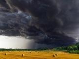 Přichází upozornění meteorologů před velmi silnými bouřkami, ve varování jsou zmíněny i Brdy