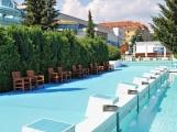 O víkendu se do venkovního bazénu ponořil už tisící návštěvník