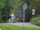 Od včera je uzavřena cesta kolem Nováku, ne všichni zákaz respektují