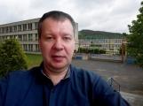 Mgr. Havlíček, dlouholetý zástupce ředitelky školy, se už po prázdninách do Školní ulice nevrátí. Po neúspěšném konkurzním řízení na post ředitele, odchází