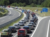 Aktuálně: Začátek prázdnin komplikuje dopravu, řidiči se musejí obrnit trpělivostí