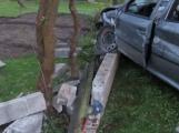 O víkendu na Příbramsku bourali opilci. Jeden skončil s autem v příkopě a druhý se zastavil o plot domu.