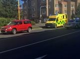 Právě teď: Došlo ke střetu auta s chodcem u přechodu, zdravotníci ošetřují zraněnou
