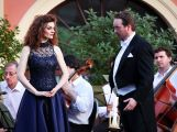 Na nádvoří zámku Dobříš zazněly slavné operní árie a duety